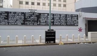 Sede actual de la AMIA con los nombres de las víctimas del atentado.