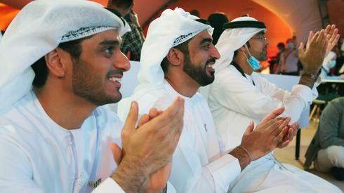 """Emiratíes celebran el exitoso despegue de """"Al Amal""""."""
