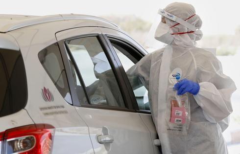 Estación de testeo por coronavirus en Ramat Hasharon.