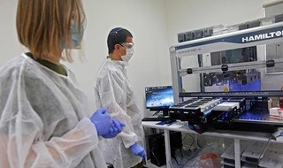 Un laboratorio de pruebas de coronavirus de las FDI en Tel Aviv.