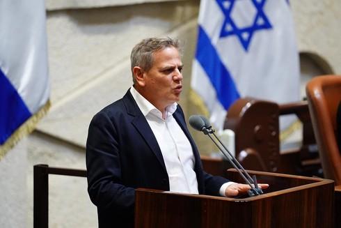 El líder de Meretz, Nitzan Horowitz, promovió el proyecto de ley.