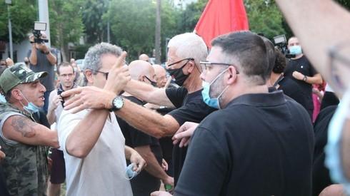 Propietarios de pequeñas empresas protestan en Tel Aviv reclamando ayuda del Estado.