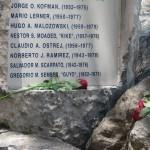 Placa ubicada en el Bosque de la Memoria.