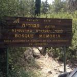 Placa Entrada al Bosque de la Memoria.en el Bosque de la Memoria.