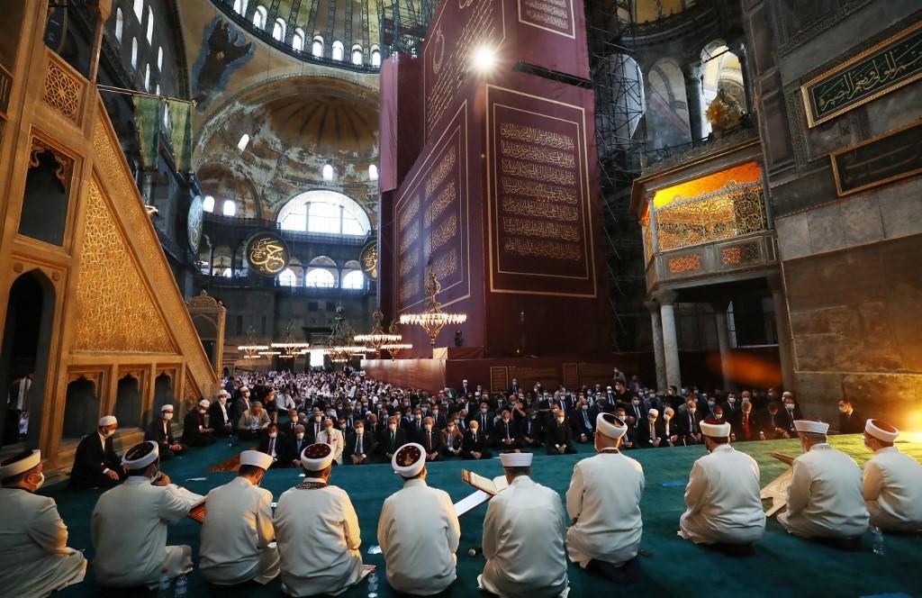 La mezquita de Santa Sofía en el día de su inauguración.