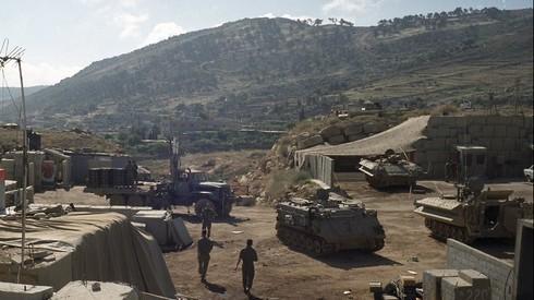 Archivo: tropas de las FDI establecidas a lo largo de la frontera con Lìbano.