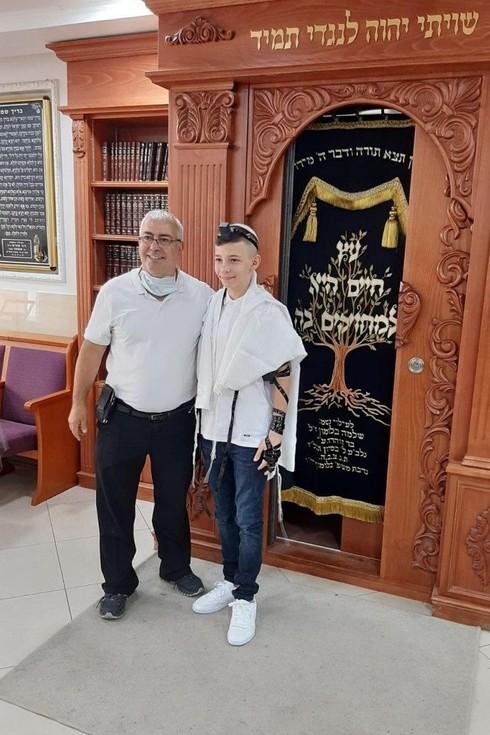 Aviel Karpov y el rabino de la sinagoga Kobi Ohana.