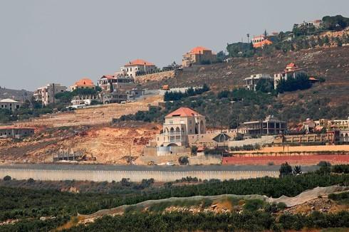 Cerco de frontera en la zona de la aldea libanesa de Kfar Kela.