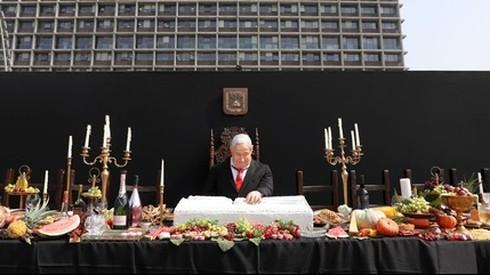 "Netanyahu afirmó que la estatua de él en una representación de la famosa pintura ""La última cena"" se trató de una amenaza de muerte contra él."