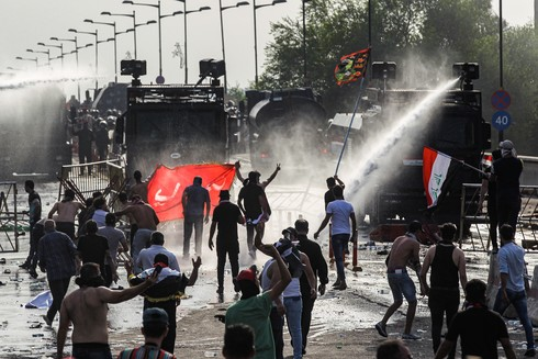 Cientos de manifestantes salieron a protestar por los frecuentes cortes de luz.