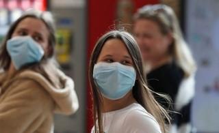 Mujeres con máscaras de protección en el Aeropuerto Ben Gurion.