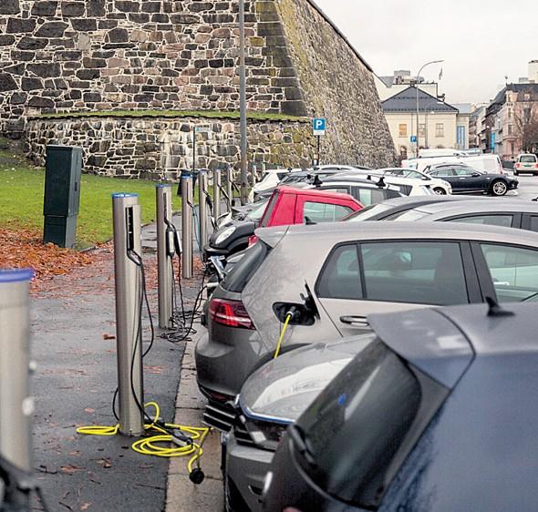 Una estación de carga de vehículos eléctricos en Noruega.