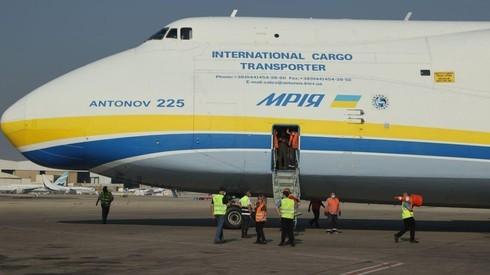 El gigante Antonov 225 en tierra.
