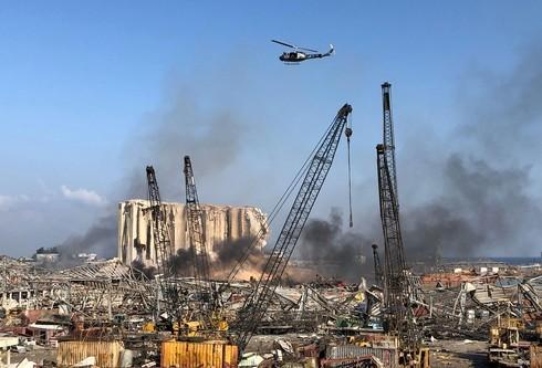 Los trabajos para extinguir el fuego continuaban hoy a la mañana.
