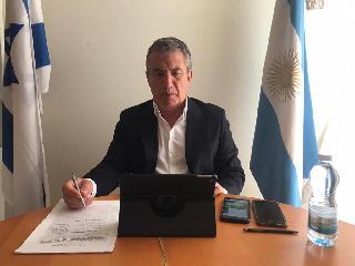 El embajador argentino, en momentos de realizar el seminario, que se hizo vía Zoom y YouTube.