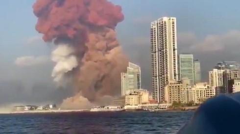 El momento exacto de la segunda explosión en el puerto de Beirut.