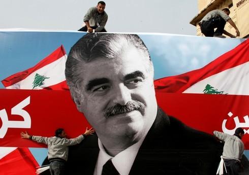 Cartel con la imagen de Hariri en el centro de Beirut en 2010.