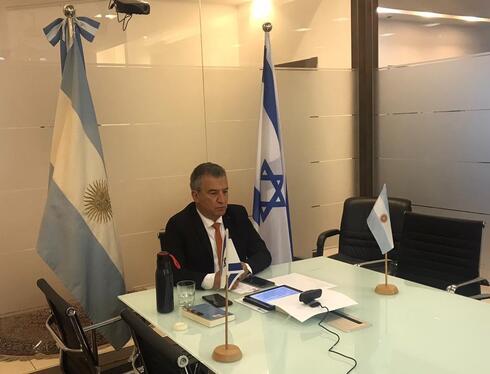 El embajador argentino en Israel, Sergio Urribarri, mientras participaba de la reunión por Zoom.