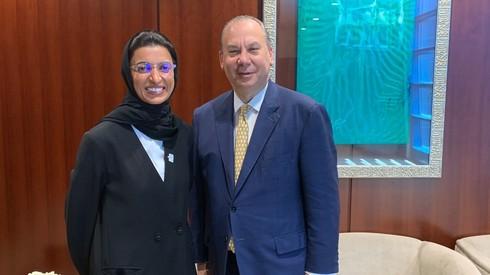 El rabino Marc Schneier con la ministra de Cultura de Emiratos Árabes Unidos, Noura bint Mohammed Al Kaabi.