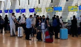 Algunos Israelíes que el jueves se dirigen a Uman desde el aeropuerto Ben-Gurion.