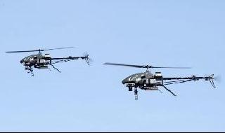 Los helicópteros pueden trasladar cargas más pesadas que los drones.