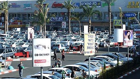 Centro comercial cerca del cruce donde los sospechosos planeaban llevar a cabo el ataque.