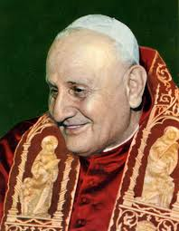 El papa Juan XXIII, quien mejoró las relaciones con los judíos después del papado de Pío XII.