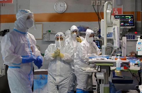 Sala de atención para pacientes con coronavirus en el Centro Médico Sheba.