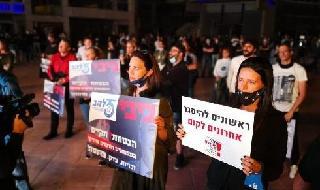 Propietarios de empresas israelíes que protestan en Tel Aviv por el manejo del gobierno de la crisis del coronavirus.
