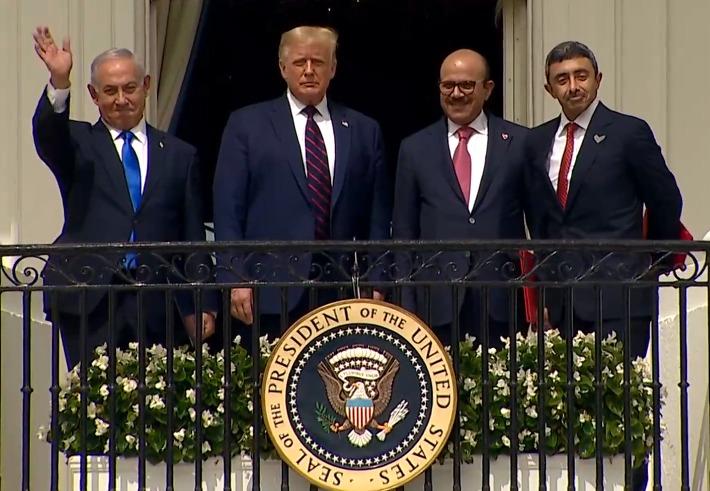 Los mandatarios de Israel y de Estados Unidos, junto con los cancilleres de Emiratos Arabes Unidos y Bahrein, luego de la rúbrica de los acuerdos de paz.