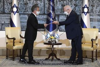 Sergio Urribarri saluda al presidente Reuven Rivlin, en ocasión de presentarse como embajador argentino ante el Estado de Israel.