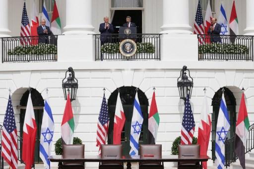 Banderas en la Casa Blanca en la ceremonia del los Acuerdos de Abraham.
