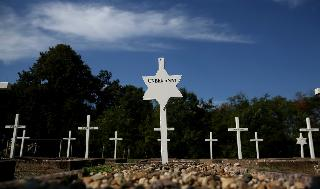 Cementerio militar alemán en el sitio en homenaje a las víctimas del campo de concentración de Gardelegen.