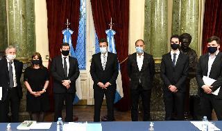 Autoridades de la Cámara de Diputados de Argentina con la delegación del Centro Simón Wiesenthal.