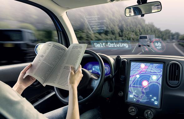 Representación de automóviles autónomos y sus comodidades.