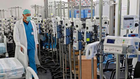 El aparcamiento subterráneo del hospital Rambam funciona como una sala para pacientes con coronavirus.