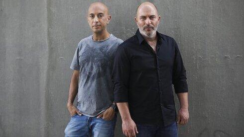 """Co-creadores del exitoso programa de televisión israelí """"Fauda""""' Avi Issacharoff (izquierda), y Lior Raz."""