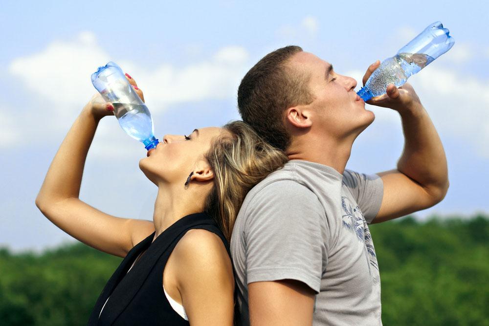 Se recomienda beber mucha agua antes de iniciar el ayuno.