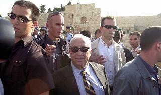 Ariel Sharon, después de la visita al Monte del Templo.
