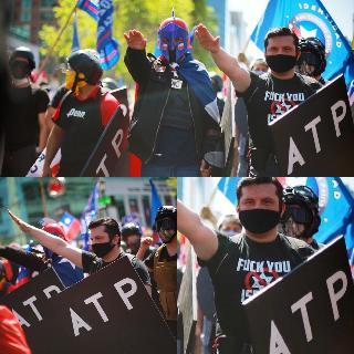 Marcha nazi en Chile donde los manifestantes hacen el saludo nazi.