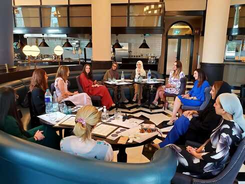 Fleur Hassan-Nahoum participa del Foro de Mujeres Golfo-Israel en Emiratos.