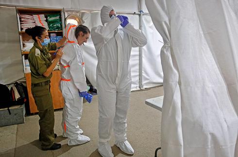 Sitio de prueba de coronavirus de las FDI en Tel Aviv.