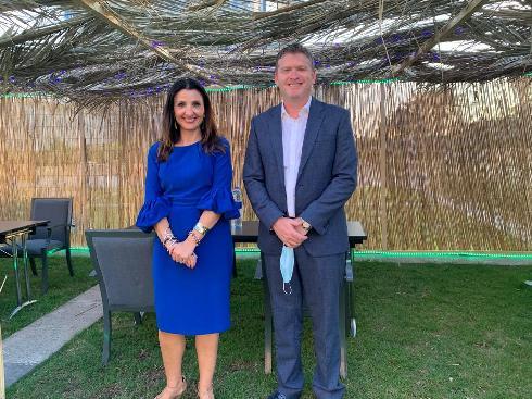 Fleur Hassan-Nahoum y Dorian Barak, cofundador del Consejo Empresarial EAU-Israel, en Emiratos.