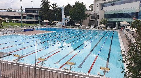 Una vista de una de las piscinas ahora vacías del Deportivo.