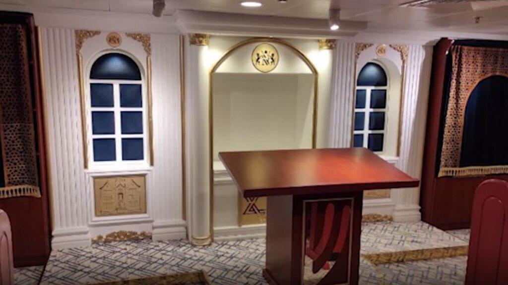 """La lujosa sinagoga reconstruida en el """"Queen Elizabeth"""" en Dubai."""