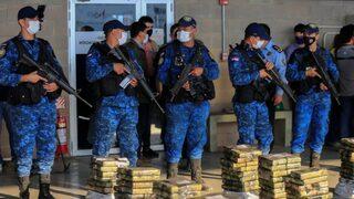 La policía paraguaya custodia la cocaína incautada que tenía como destino Israel.