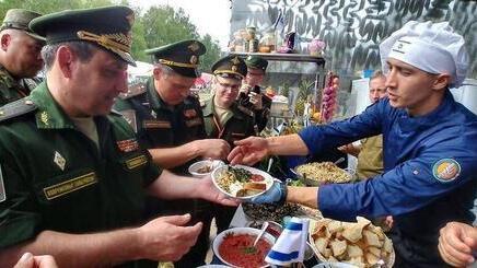Cocineros de las FDI en un concurso en Rusia.