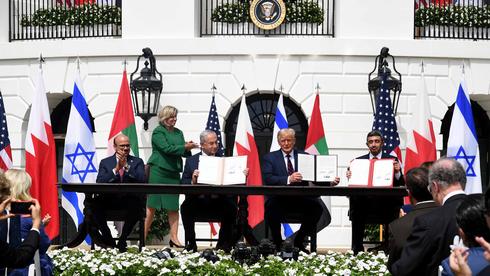 Assinatura dos acordos de Abraão entre Israel, Emirados e Bahrein, na Casa Branca.