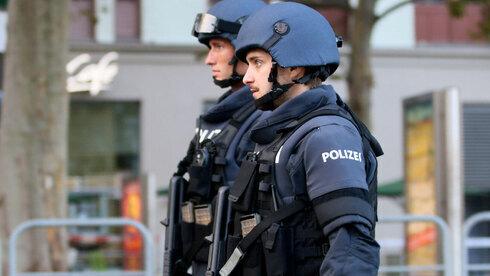 Cuatro civiles y un terrorista murieron durante los ataques de ayer en Viena.