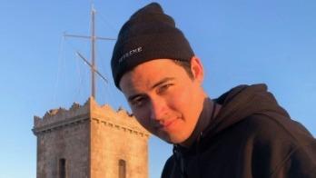 Nació en Seattle, Washington, pero antes de cumplir un año fue abandonado por sus padres y debió mudarse a Sinaloa.